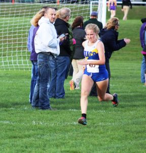 Kendra Schmidt running at the Loras Invitational this season